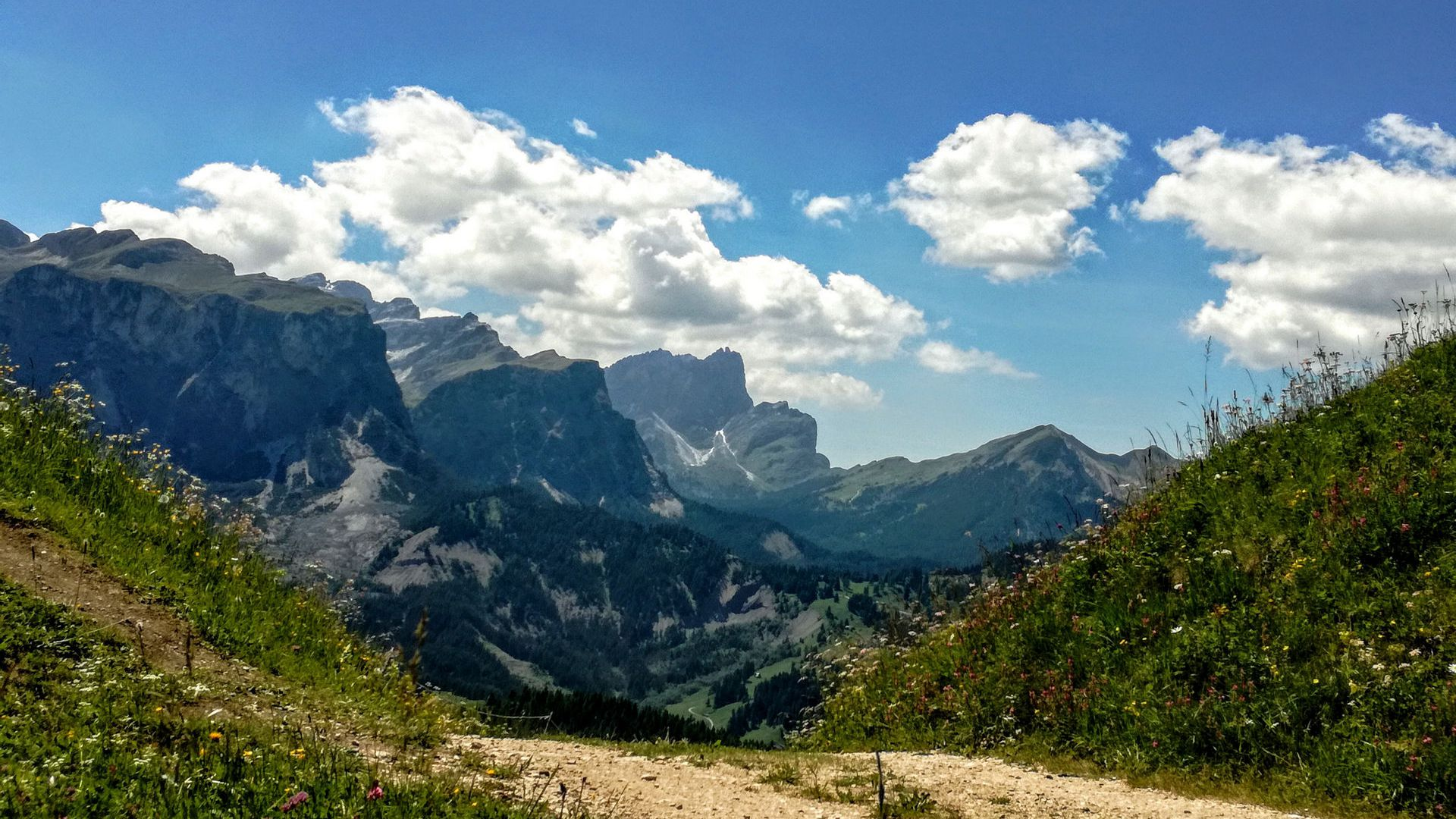 Image: Alta Badia in summer and winter